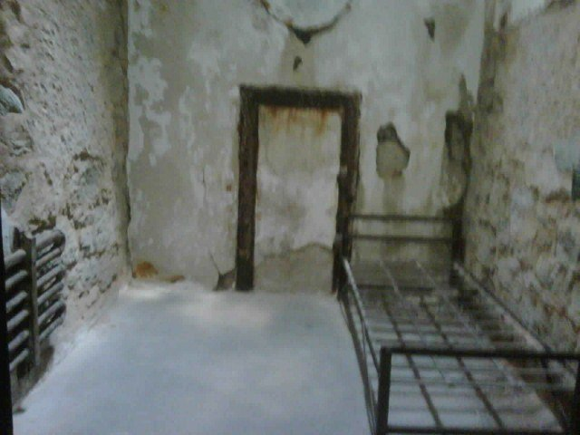 eastern state cell with bed (640x480)