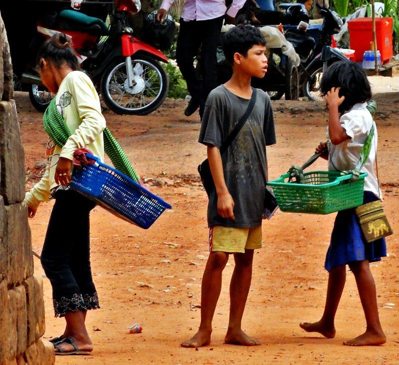 Post image for The child vendors of Angkor Wat