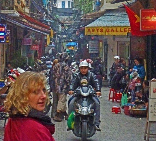 Hanoi street head pivot (515x467)