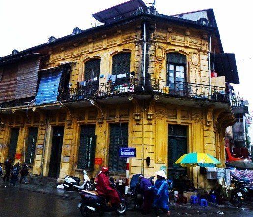 Hanoi street yellow french building (515x442)