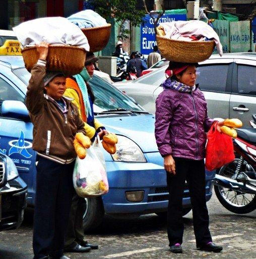 Hanoi streets bread sellers (508x515)