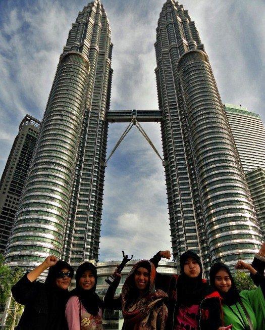 Kuala Lumpur Petronas Towers|Places to visit Kuala Lumpur