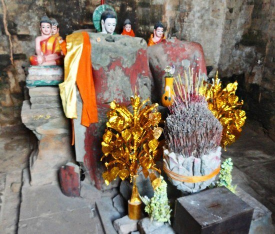 Angkor Preah Rup Buddhist offering