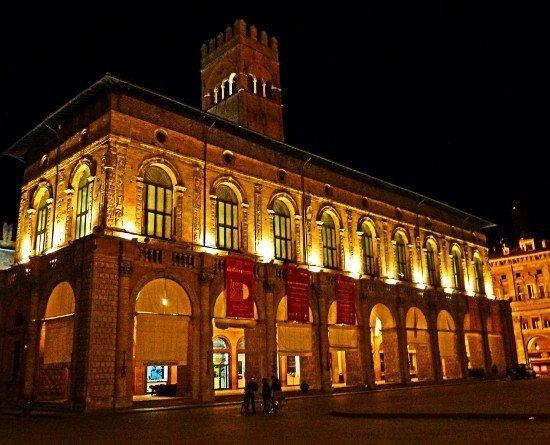 Bologna Piazza Maggiore night
