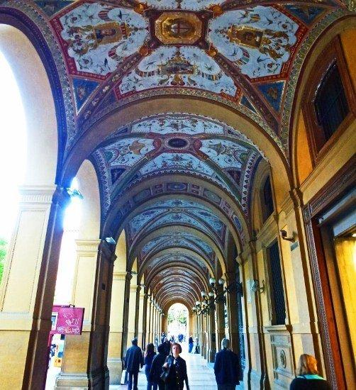 Bologna painted porticos (502x550)