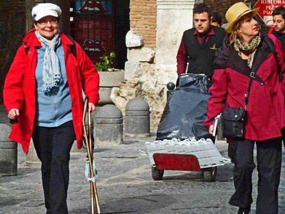 Mom Milne walking Naples (2) (575x431)