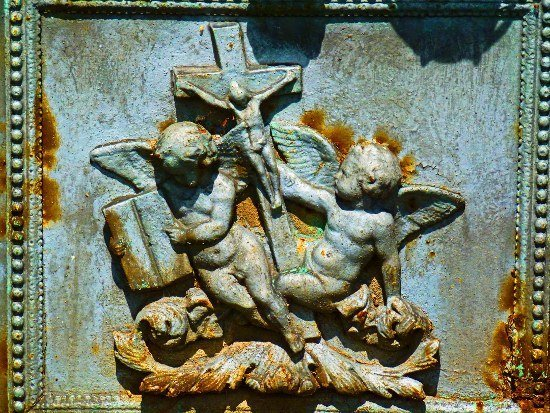 Montparnasse cemetery cherubs with cross