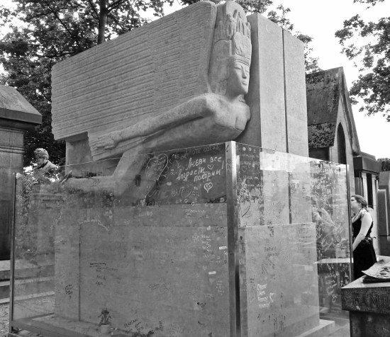 Pere Lachaise Oscar Wilde grave