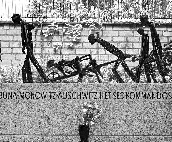 Pere lachaise Auschwitz memorial