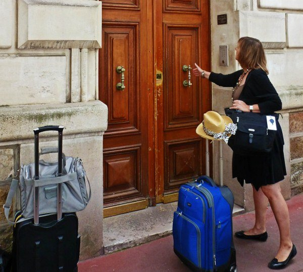 How to travel for a year vacation rental Paris apartment