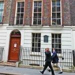 PI2 Benjamin Franklin house man cellphone (150x150)