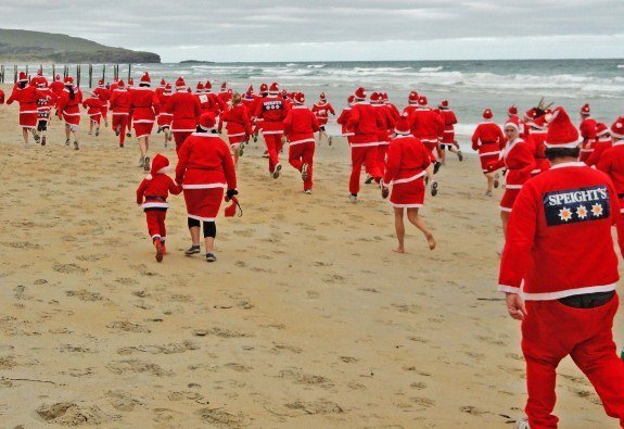 Dunedin santa run on beach