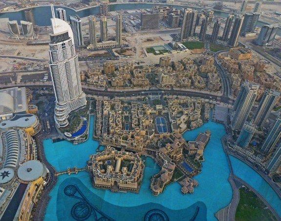 Burj khalifa tallest building in the world Dubai view of lake