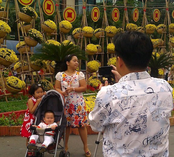 Nguyen Hue Flower Street, Ho Chi Minh City-family with Florida shirt