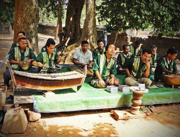 Cambodia landmine band Angkor Wat (575x438)