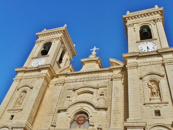 Malta church-Good Friday Procession Changes in Longitude
