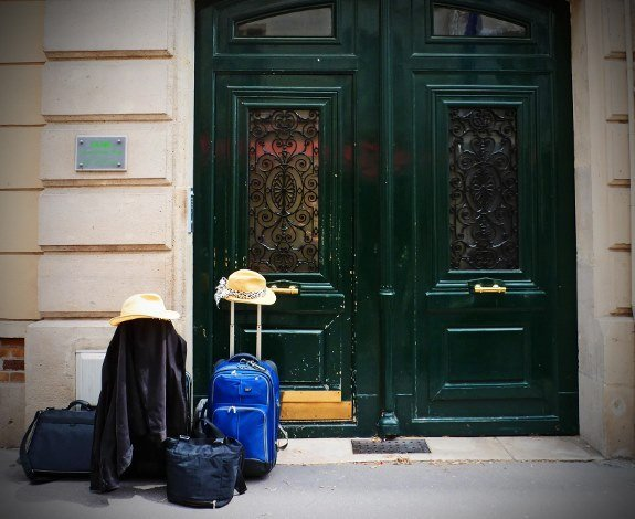 travel around the world luggage paris