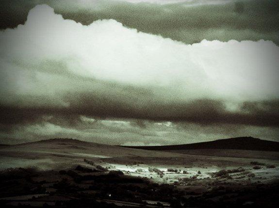 Dartmoor clouds black and white lomo (700x522) (575x429)