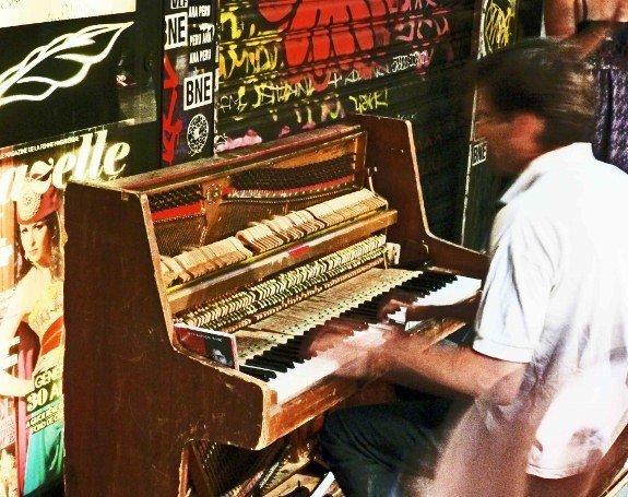 Street musicians of Paris piano player