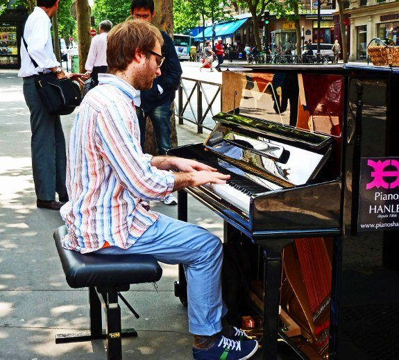 Street musicians of Paris piano player street