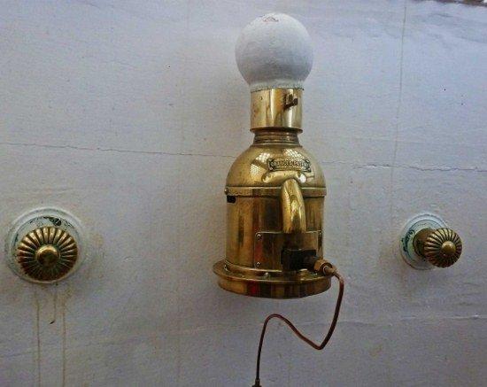 Kinnaird Lighthouse in Scotland paraffin lamp