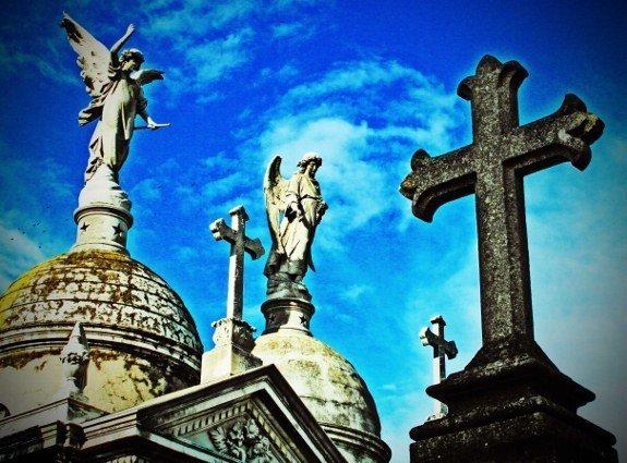 Buenos Aires recoleta Cemetery 2 angels cross