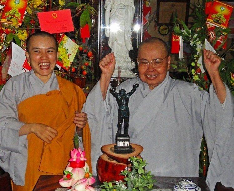 Rocky Buddhist nuns (2) (800x796) (750x612)