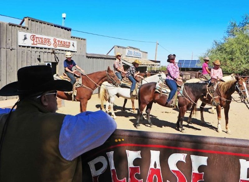 How to choose a dude ranch-White Stallion ranch stables (640x469)