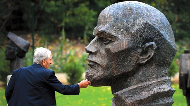 sofia lenin statue museum of socialist art