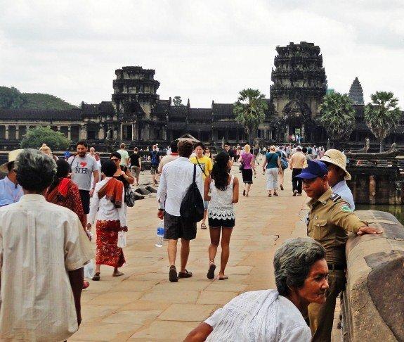 Angkor Wat crowded entrance