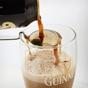 Using a Guinness pouring spoon to achieve the layered effect