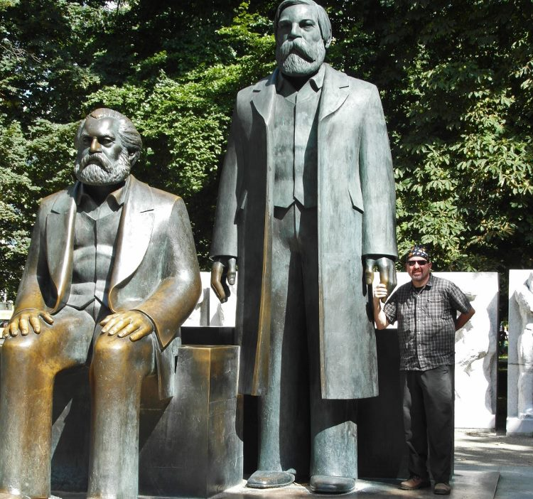 Berlin Marx Engels Statue (750x702)