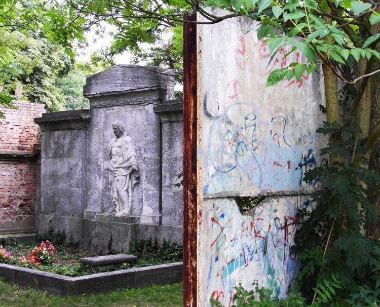 Berlin Wall Jesus statue St Hedwigs cemetery (750x606)