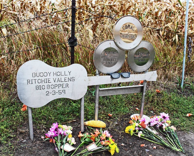 Buddy Holly crash site memorial (800x646)