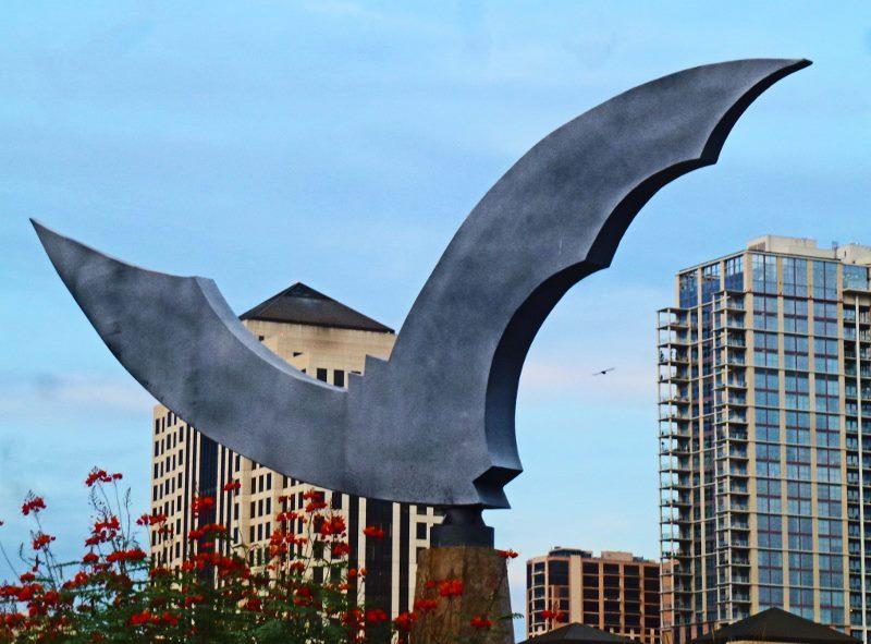Austin bats sculpture (800x591)