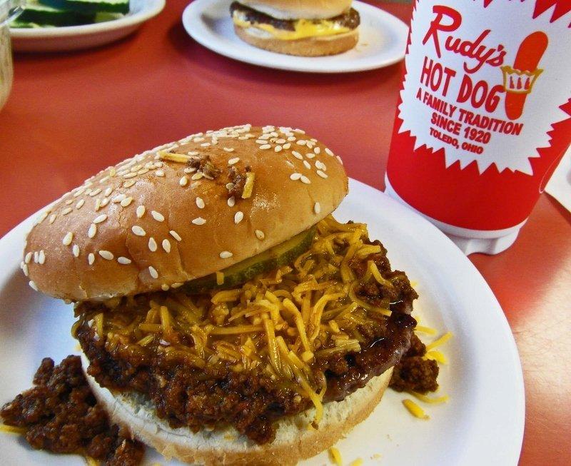 Rudys hot dog chili cheeseburger Toledo Ohio (800x653)