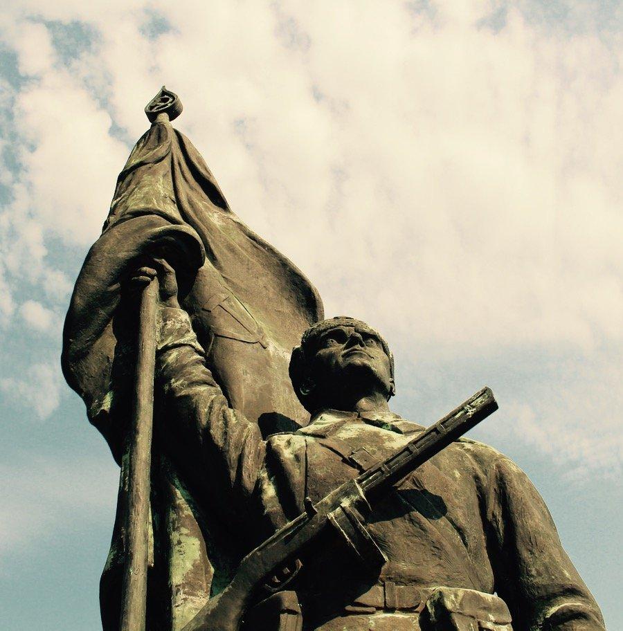Budapest memento park liberting Soviet soldier vertical sky 3