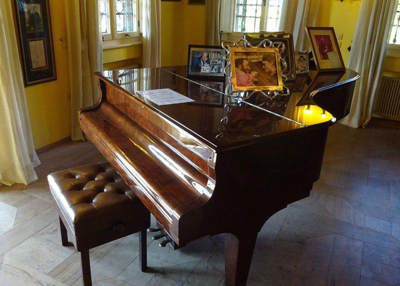 Pavarotti Museum piano
