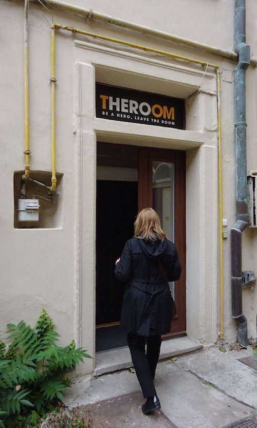 The unassuming entrance to TheRoom Prague