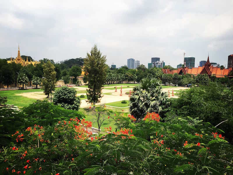 Free things to do in Phnom Penh palace grounds