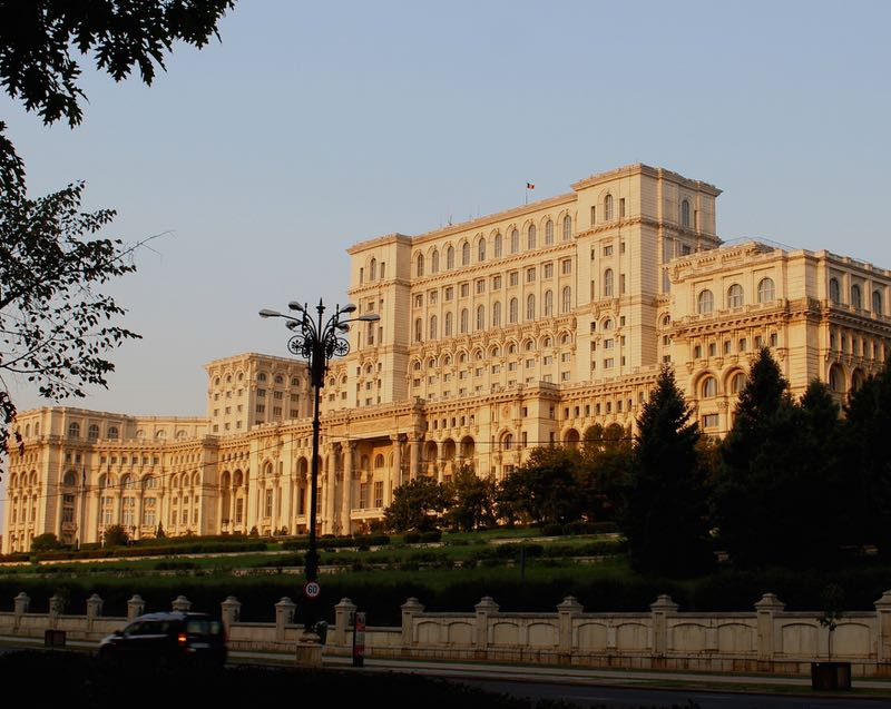 world's heaviest building Bucharest